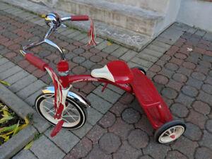 Tricycle rouge radio flyer, double deck, usager, en bon état