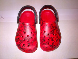 CROCS Pirates of the Caribbean Classic Clog Shoes Size M3 or W5!
