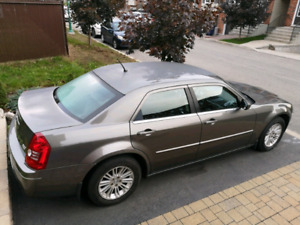 Chrysler 300 Touring 2008 bas millage en excellente condition
