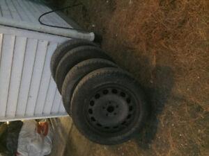 4 pneus 4 saisons avec rims à vendre!