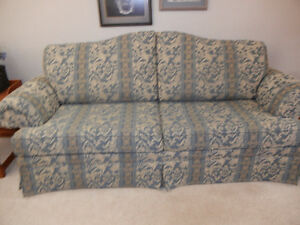 BEAUTIFUL TAPISTRY COUCH & LOVESEAT