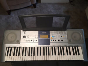 Yamaha E323 / Clavier - Keyboard avec Étui/with case