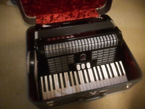 Beautiful 120 Bass HOHNER Accordion, Excellent condition.