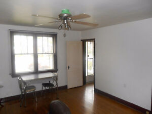 Bungalow - 20 minute walk to Queen's - Income Potential Kingston Kingston Area image 3