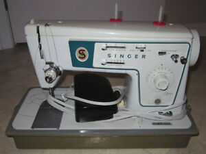 "Vintage Singer ""Zig-zag"" 466 sewing machine"