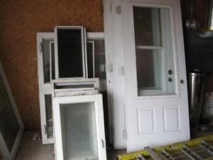 portes et fenetres usagées a vendre en lots