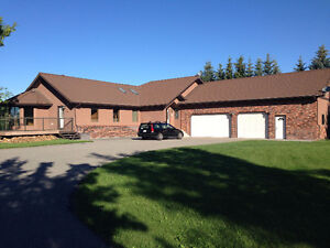Springbank, Bright, Spacious, Comfortable! NEW LISTING