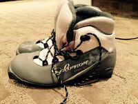 Womens Size 6 - Salomon Ski Boot