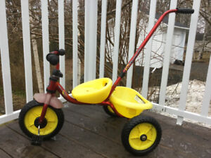 Tricycle with removable handle