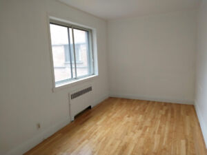 3 1/2 Sherbrooke St East, Available now - Disponible maintenant