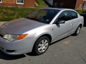 Great condition** 2005 saturn ion coupe 4dr