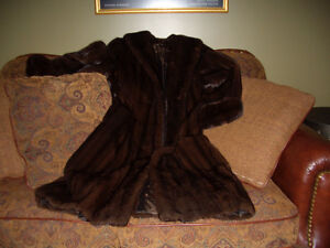 Manteau de VISON neuf! New MINK coat - size small/medium