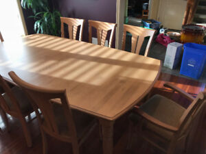 Canadel custom solid wood table, 8 chairs and hutch/buffet