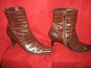 Nice pair of Anne Klein Flex Leather boots size 6