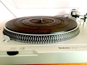 TECHNICS DIRECT DRIVE SL-D2 TURNTABLE RECORD PLAYER
