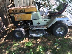 Tondeuse/tracteur à gazon
