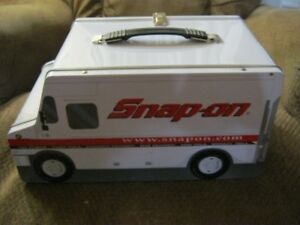 Snap on lunch box (RARE)