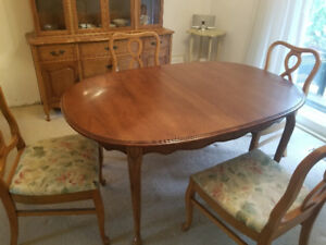 Dining room table with four covered chairs for sale