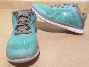 Women's Champion Light Running Shoes Size 9