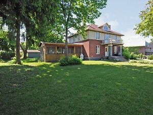 Coteau du Lac  a bed and breakfast or a home office. West Island Greater Montréal image 10