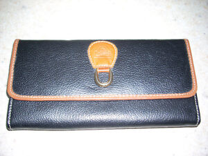 WOMEN'S LEATHER WALLET-NEW!
