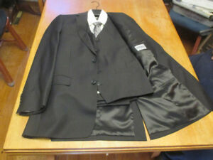 Men's black suit with vest, shirt, and tie - Freed's - like new