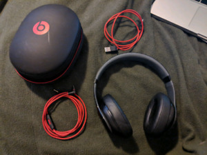 Beats by Dre (Over Ear)