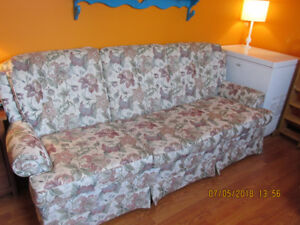 COUCH AND CHAIR SET IN NEW CONDITION