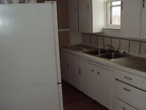 3 BEDROOM APARTMENT  -  105 Duke St. West      $625.