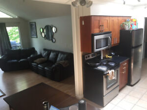 2 Bedroom / 1 bath / Newly renovated / Pets allowed