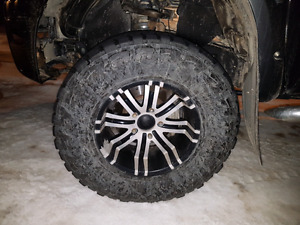 35/12.50 R18 set of 5 rims and tire