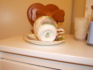 BONE CHINA TEA CUP/SAUCER    2 PATTERNS Kingston Kingston Area image 2