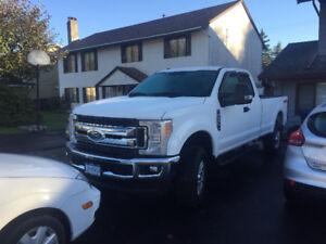 2017 Ford 4x4 350 XLT Pickup Truck