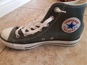 Leather Converse unisex Runners like new $40