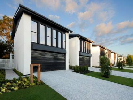 GOLF COURSE LIVING AT ROBINA GREAT LOCATION Robina Gold Coast South Preview