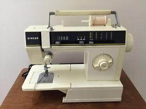 Swing sewing machine