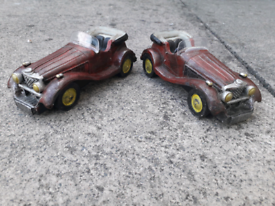2x identical old time ortamental cars 6cm long