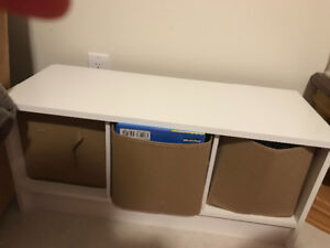 3 cube storage bench white and in excellent condition