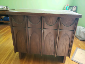 Vintage Singer sewing machine cabinet/ table