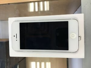 SILVER IPHONE 5 16GB ROGERS