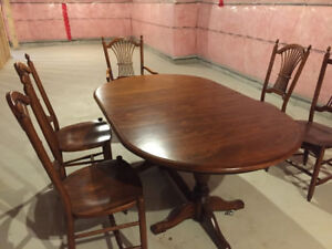 Mahogany Dining Table with 6 chairs