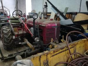 Tracteur Farmall fonctionnelle avec pelle et chaine