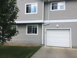 Townhouse for rent in Sherwood Park: 2 Bedroom, 1.5 Bath