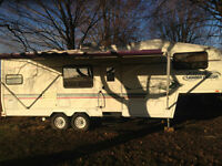 28 FT. Gollden Falcon 5th wheel, Touring Edition