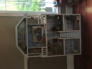 Large 4-storey dolls house in mint condition