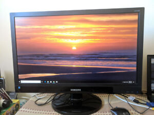 """29"""" Samsung Monitor - Excellent condition"""
