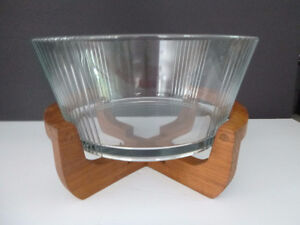 VINTAGE WOOD STAND WITH GLASS INSERT SALAD SERVING BOWL Oakville / Halton Region Toronto (GTA) image 1