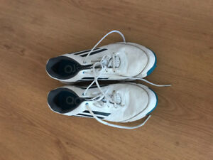 Boys golf shoes size 6 and 3