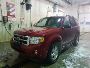 2010 Ford Escape XLT 4x4, 175k kms
