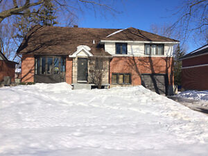 ** LOVLEY HOUSE FOR RENT IN POINTE-CLAIRE **